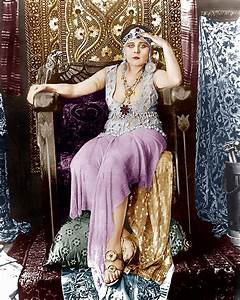 Cleopatra, Theda Bara, 1917 Photograph by Everett
