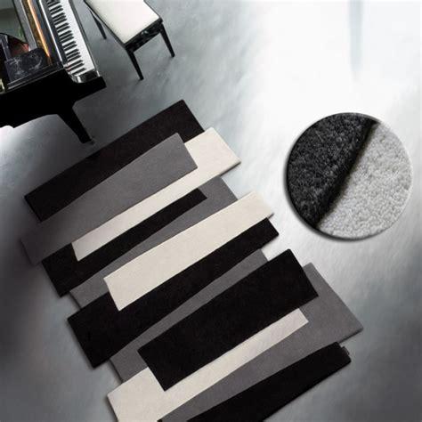 tapis contemporain pebbles noir 170 x 240 cm par angelo