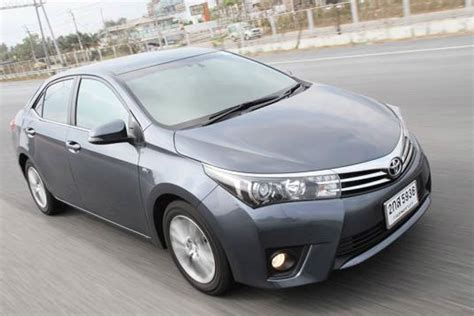 Review Toyota Corolla Altis toyota corolla altis 2014 car review honest