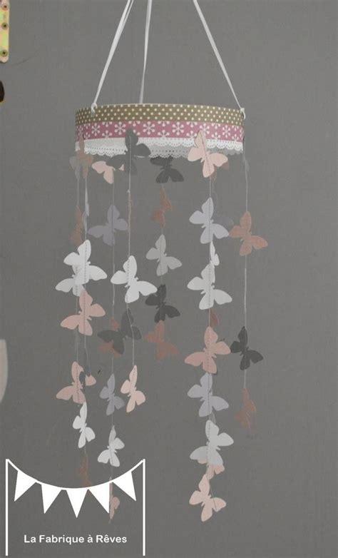 toile chambre bébé fille mobile suspension papillons poudré gris et blanc