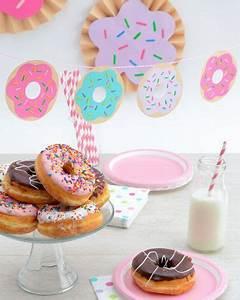 Wie Macht Man Donuts : diy donut garland make your own party decorations how to make doughnut party decor pajama ~ Eleganceandgraceweddings.com Haus und Dekorationen