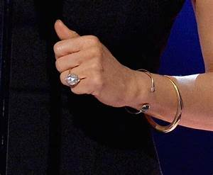 sofia vergara39s finger weighed down by ginormous With sofia vergara wedding ring