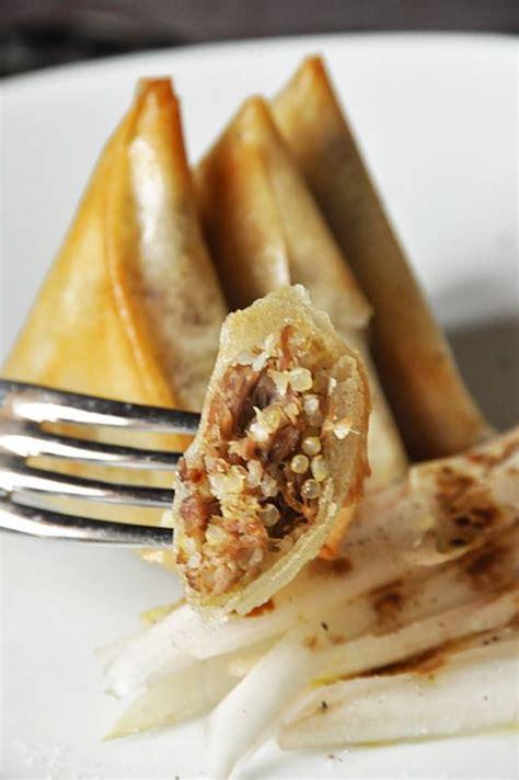 canapé au foie gras samossas au canard confit foie gras et quinoa la