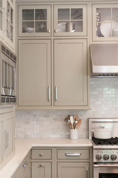white kitchen backsplash   cabinet color