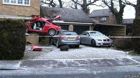 red audi tt  crashed   house  uk