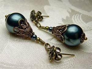 Viktorianischer Stil Kleidung : peacock blue tahitian pearl swarovski crystal bronze earrings steampunk jewelry antique vintage ~ Watch28wear.com Haus und Dekorationen