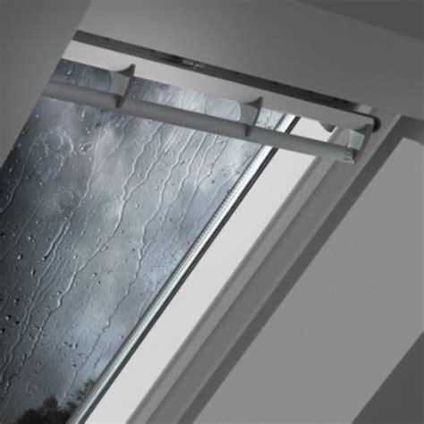 fen 234 tre de toit velux avec syst 232 me anti bruit de pluie batiproduits