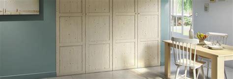 les portes de placard battantes