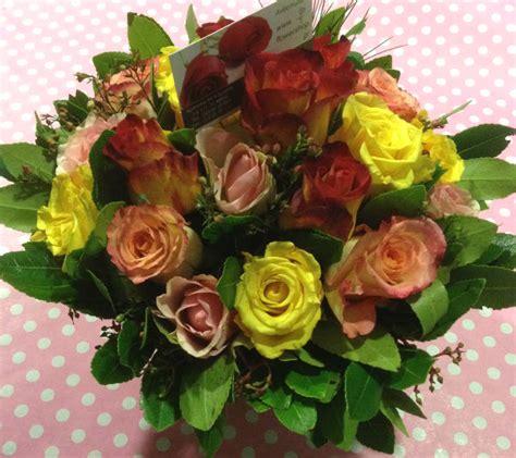 roses tremieres en pots roses 10 stems mixed colors pot 1 00