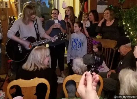 Taylor Swift Surprises 96-Year-Old WWII Vet and Performs ...