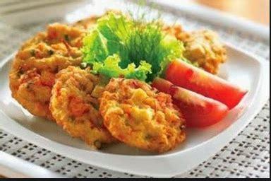 Kamu bisa membuat bakwan sayur renyah kriuk tahan lama dengan resep serta trik goreng dari sajian sedap berikut. Resep Membuat Bakwan Sayur Renyah dan Enak - BUKU MASAKAN - BUKU MASAKAN