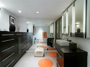 un tapis rond shaggy la touche de douceur et du confort With tapis rond pour salle de bain
