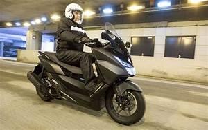 Scooter Forza 125 : essai nouveau scooter 125 gt forza honda ~ Medecine-chirurgie-esthetiques.com Avis de Voitures