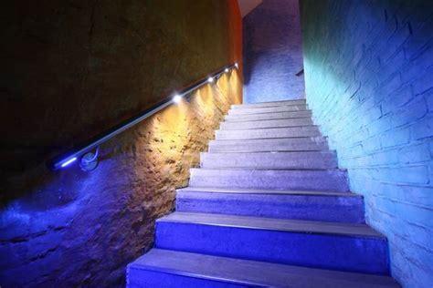 handlauf mit led led handlauf aus edelstahl mit wei 223 em und blauem licht