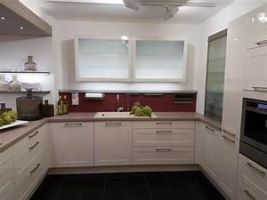 U Form Küchen : g nstige musterk che k che in u form von h cker erh ltlich in ehlscheid ~ A.2002-acura-tl-radio.info Haus und Dekorationen