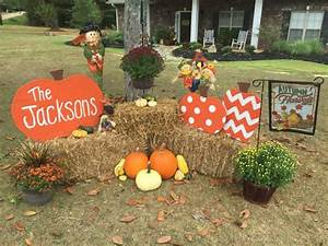 Amazing fall front yard decorations that will fascinate you for How to decorate front yard for fall