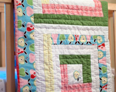 pretty pastels log cabin baby quilt favequiltscom