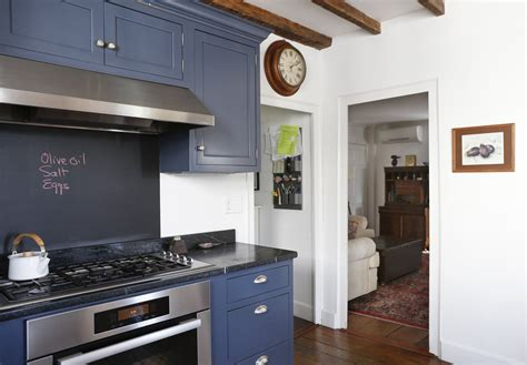 and green kitchen paint colors that match this apartment therapy photo sw 6258