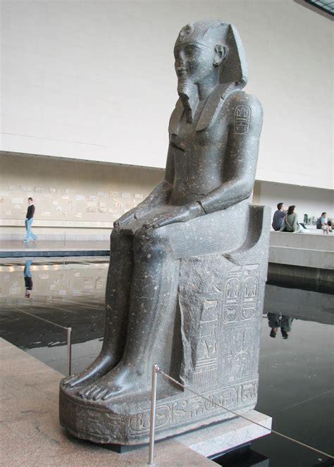 large statues  amenhotep iii