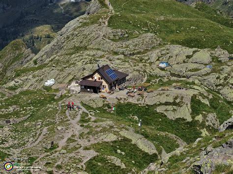 RIF. BENIGNI, ad anello Val Pianella con Cima-Val Salmurano il 6 agosto 2020/60 Vista sul Rif ...