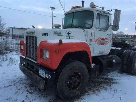 mack  model rst  sleeper semi trucks