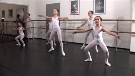 ballerina kostüm kinder ballettmusik und 220 bungen f 252 r kleine ballerinas ballet for