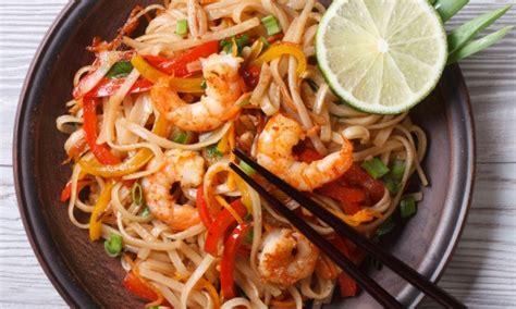 cuisine thailandaise recettes recette de pad thaï savoureuse et facile à préparer trucs pratiques