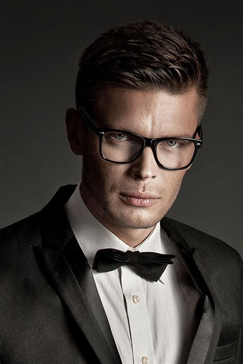 22 pictures that prove glasses make guys look obscenely