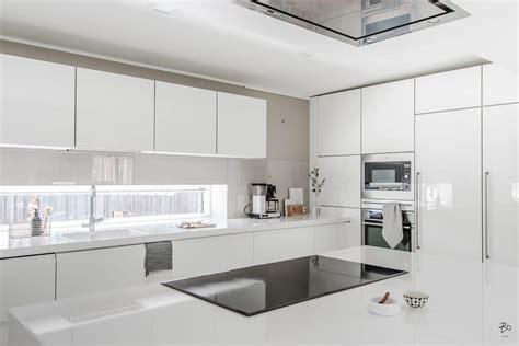tout le monde dit oui 224 la cuisine moderne blanc laqu 233