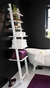 Echelle Salle De Bain : une chelle en guise d 39 tag re dans la petite salle de bain ~ Dallasstarsshop.com Idées de Décoration
