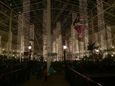 christmas decorations picture  gaylord opryland resort