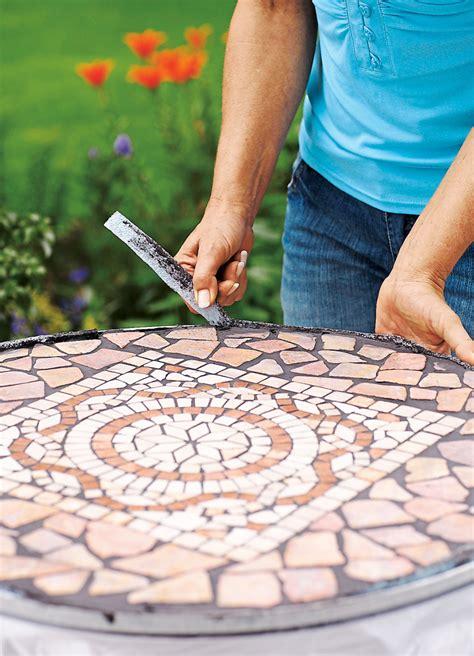 mosaiktisch mit stühlen mosaiktisch selbst fliesen basteln selbst de