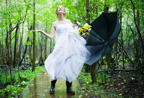 rain needn t ruin your wedding photos articles easy weddings