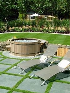 Liegen Für Garten : entspannende badewanne im garten genie en ~ Indierocktalk.com Haus und Dekorationen