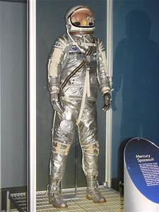 File:Mercury-Redstone 4 Spacesuit.jpg - Wikimedia Commons
