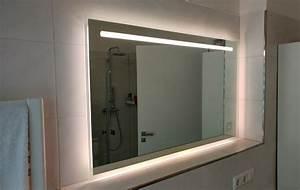Spiegel Mit Uhr : cool led lichtspiegel mit uhr kinderzimmer stil bei led lichtspiegel mit uhr ausblick ~ Orissabook.com Haus und Dekorationen