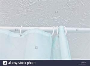 Schiene Für Duschvorhang : shower curtain stockfotos shower curtain bilder alamy ~ Sanjose-hotels-ca.com Haus und Dekorationen