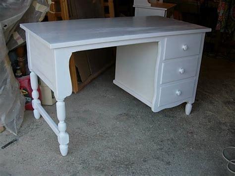 bureau romantique blanc bureau rustique 3 tiroirs laqué blanc louis l 39 ébéniste