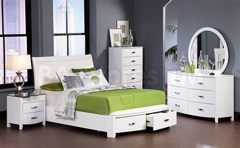 Modern Teenage Bedroom With White Wooden Platform Bed Full