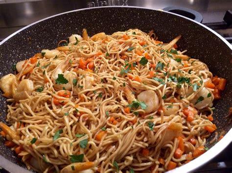 cuisiner nouilles chinoises recette pates chinoises aux crevettes 28 images