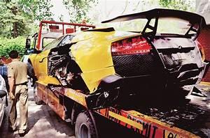Lamborghini Gallardo crashes in central Delhi : Mail Today ...