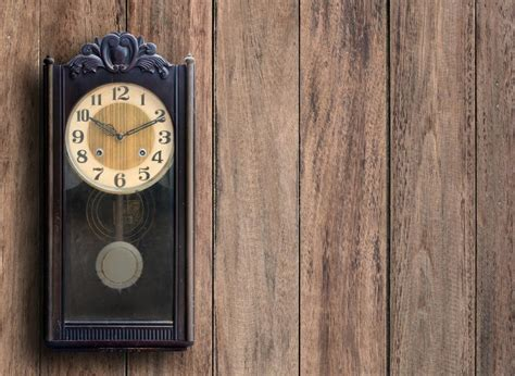 hang  heavy  large clock