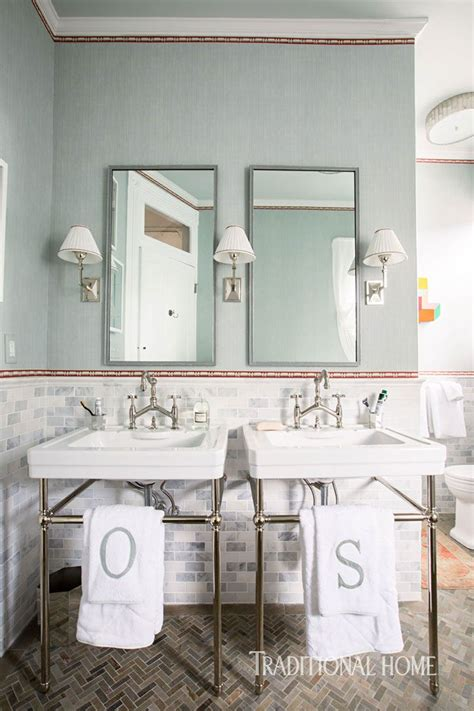 Stylish New Orleans Showhouse by Stylish New Orleans Showhouse Salle De Bains Bathrooms