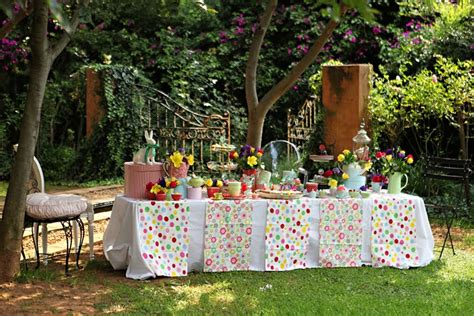 alice and wonderland table decorations sew spoiled alice in wonderland party ideas
