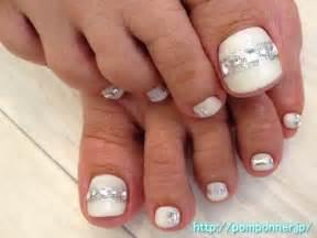 White rhinestones toe nails nail art