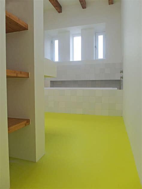 gietvloer badkamer op hout 25 beste idee 235 n geel interieur op gele