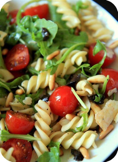 les 25 meilleures id 233 es de la cat 233 gorie recettes de salade de p 226 tes sur idee salade
