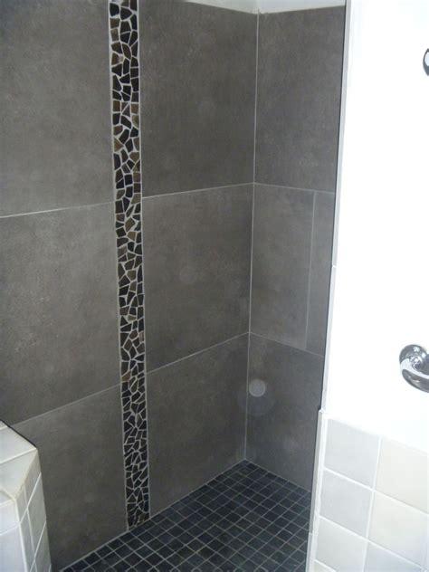 salle de bain avec galet salle de bains en pierres naturelles azur agencement