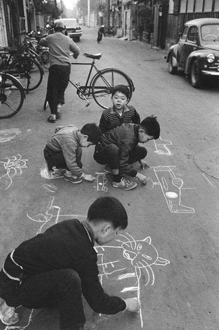 Children drawing on the Taito road, Tokyo, 1961 by
