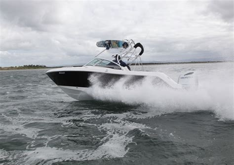 Robalo R227 Boat Test by Robalo Fishing Boats Make A Splash